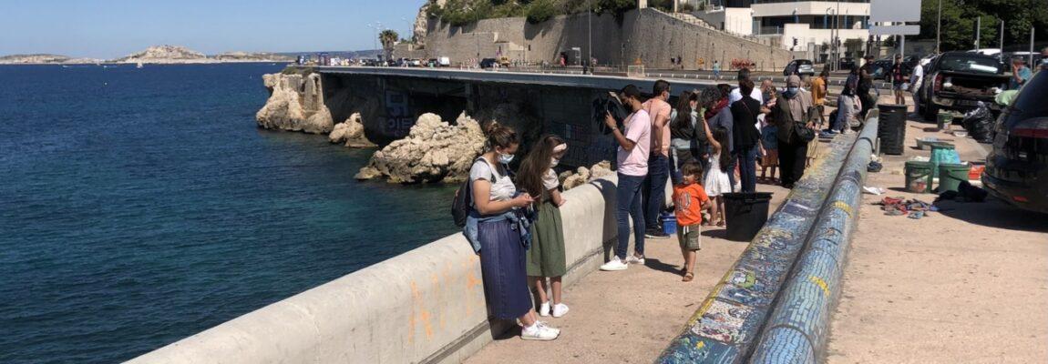 Le banc de la Corniche Kennedy continue de se couvrir de mosaïques